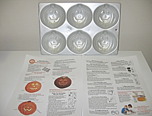 Wilton 1983 Mini Pumpkin Muffin Cake Pan Halloween (Image1)
