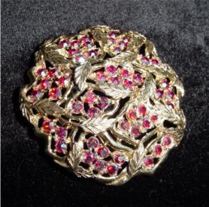Sarah Coventry Leaf Design Pin (Image1)