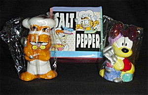 Garfield and Odie Salt and Pepper Shakers (Image1)