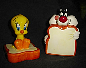 Tweety and Sylvester Salt and Pepper Shakers (Image1)