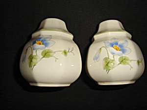 Mikasa Blue Bell Salt and Pepper Shaker (Image1)