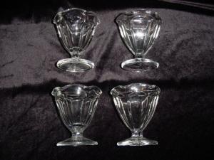 Footed Dessert Dish Set of 4 (Image1)