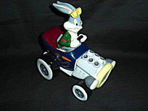 Bugs Bunny Salt and Pepper Shakers (Image1)