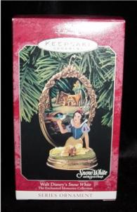 Hallmark Disney Ornament (Image1)