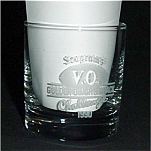 Seagram's V.O. 1990 Golden Quartarback Glass (Image1)
