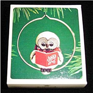 Caroling Owl Hallmark Ornament (Image1)