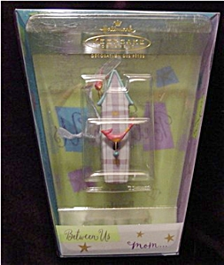 2002 Mom Hallmark Ornament (Image1)