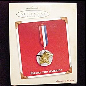 2002 Medal For America Hallmark Ornament (Image1)