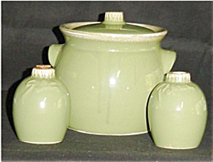 Hull Cookie Jar and Salt and Pepper Set (Image1)