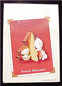 2002 Baking Memories Hallmark Ornament (Image1)
