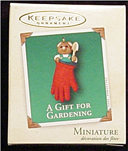 2002 A Gift For Gardening Mini Ornament (Image1)