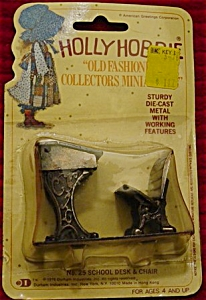 Holly Hobbie Miniature School Desk & Chair (Image1)