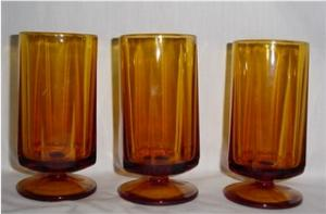 Amber Footed Drinking Glasses (Image1)