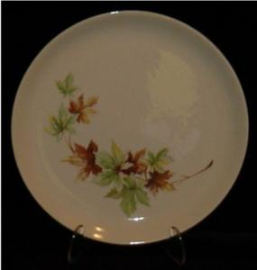 Salem Maple Leaf Dinner Plate (Image1)
