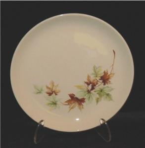 Salem Maple Leaf Salad Plate (Image1)
