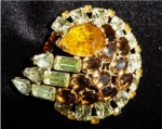 Click here to enlarge image and see more about item 1184: Goldtone Unmarked Brooch