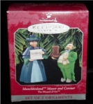 Click here to enlarge image and see more about item 8h: Hallmark Ornament Wizard of Oz