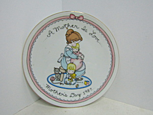 Avon A Mother Is Love 1987 Mother's Day Plate