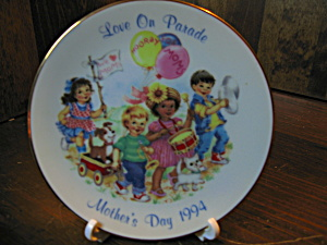 Avon Love On Parade Mother's Day 1994 Plate