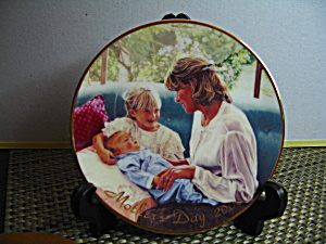 Avon A Mother's Love Mother's Day 2000 Plate