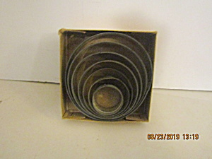 Vintage Nesting Graduated Circle Cookie Cutter Box Set