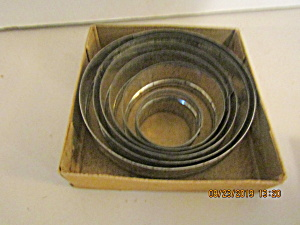 Vintage Nesting Graduated Circle Cookie Cutter Set