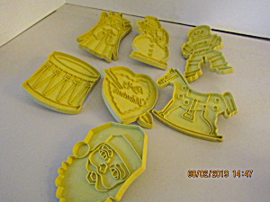Vintage Stanley Home Yellow Plastic Cookie Cutter Set