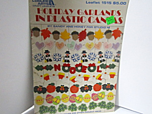 Leisure Arts Holidaygarlands In Plastic Canvas #1515