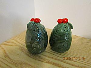 Lefton Green Holly Salt & Pepper Shaker Set (Image1)