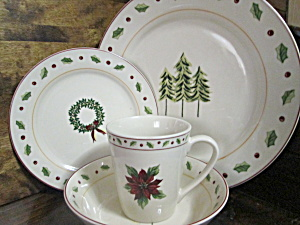 Merry Brite Holiday Home Collection Dinnerware Set