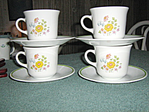 Vintage Corelle Meadow Set Of 4 Cup And Saucer Set