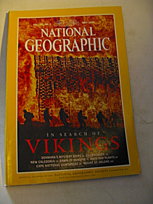 Vintage National Geographic Magazine May 2000