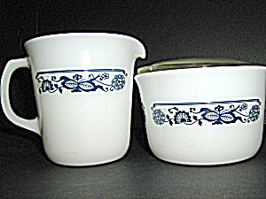Vintage Pyrex Old Town Blue Creamer &sugar Set