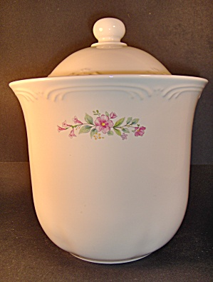 Pfaltzgraff Meadow Lane Flour Canister (Image1)