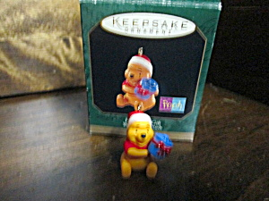 Disney Keepsake Pooh Honey Of A Gift Miniature 0rnament