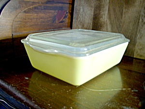 Pyrex Large Covered Refrigerator Yellow Dish