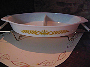 Pyrex Royal Wheat Divided Serving Dish W/cradle