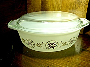 Pyrex Town & Country Covered Oval Casserole Dish 1-1/2q