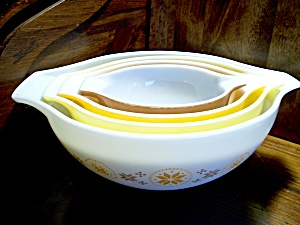Vintage Corning Pyrex Town & Country Stacking Bowl Set