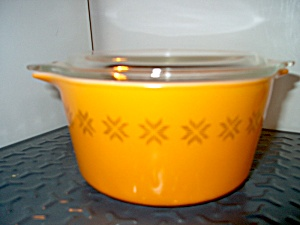 Pyrex Town And Country Casserole 1 Qu. Orange