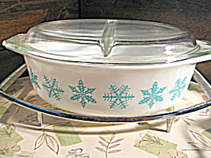 Vintage Pyrex Snowflake 2.5 Quart Covered Casserole