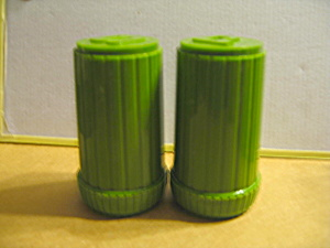 Vintage Green Plastic Salt & Pepper Shaker.