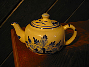 Nobel Ball Small Delpt Blue Teapot
