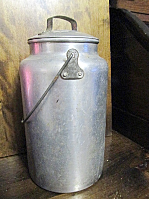 Vintage Covered Aluminum 4 Quart Milk Pail