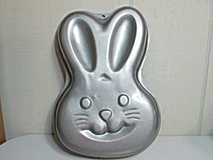 Wilton Vintage Step By Step Bunny Cake Pan