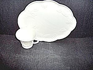 Vintage Milk Glass Snack Set Colony Harvest Grape  (Image1)