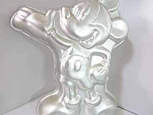 Wilton Characters Disney Mickey Mouse Cake Pan