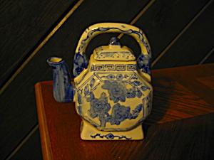 Vintage Blue/White Square Mini Teapot (Image1)