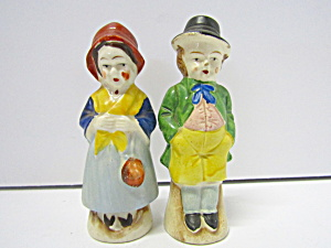 Vintage Colonial Couple Salt & Pepper Shaker Set
