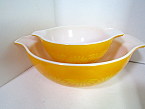 Corning Pyrex Daisy Sunflower Yellow Bowl Set